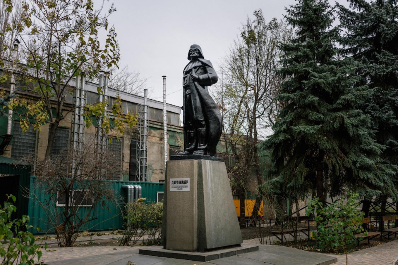 Lenin/Darth Vader in Odessa, 2015.  Niels Ackermann / Lundi 13 / FUEL Publishing