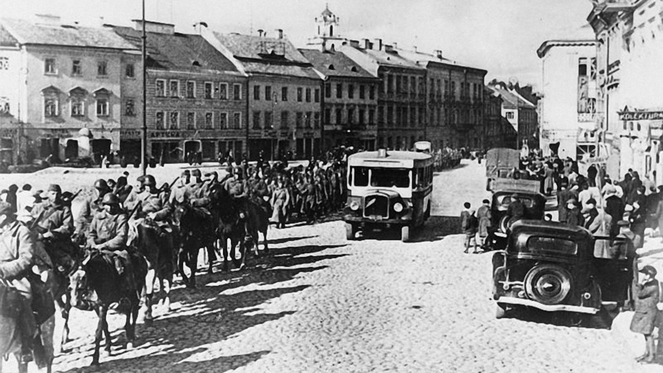 Russia Claims Soviet Army 'Liberated,' Not Invaded, Poland During WWII – The Moscow Times