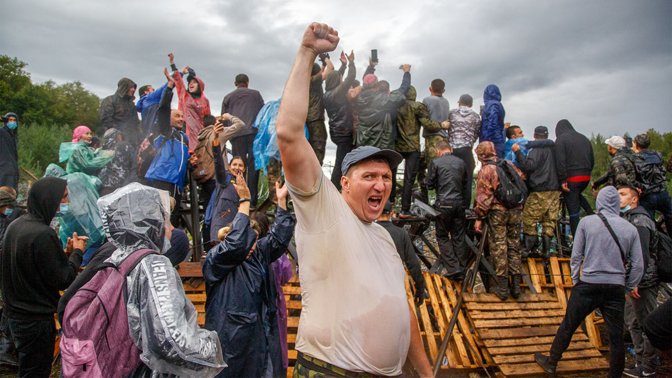 Protesters camped out at the foothills of Kushtau for days. Vadim Braidov / TASS
