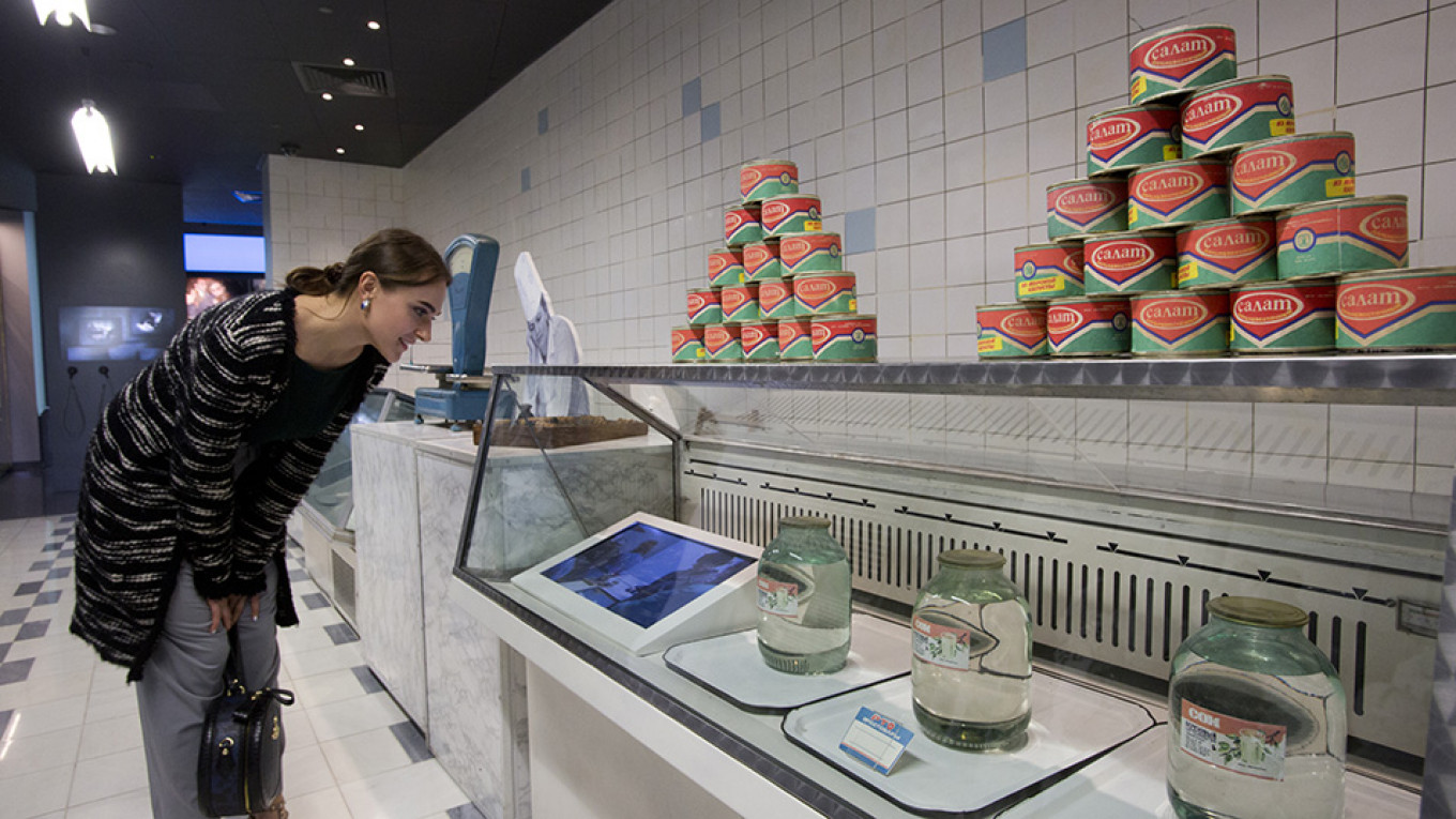 A reconstructed Moscow store in the late 1980s-1990s before the dissolution of the Soviet Union: seaweed salad and birch juice. Yevgeny Kondakov