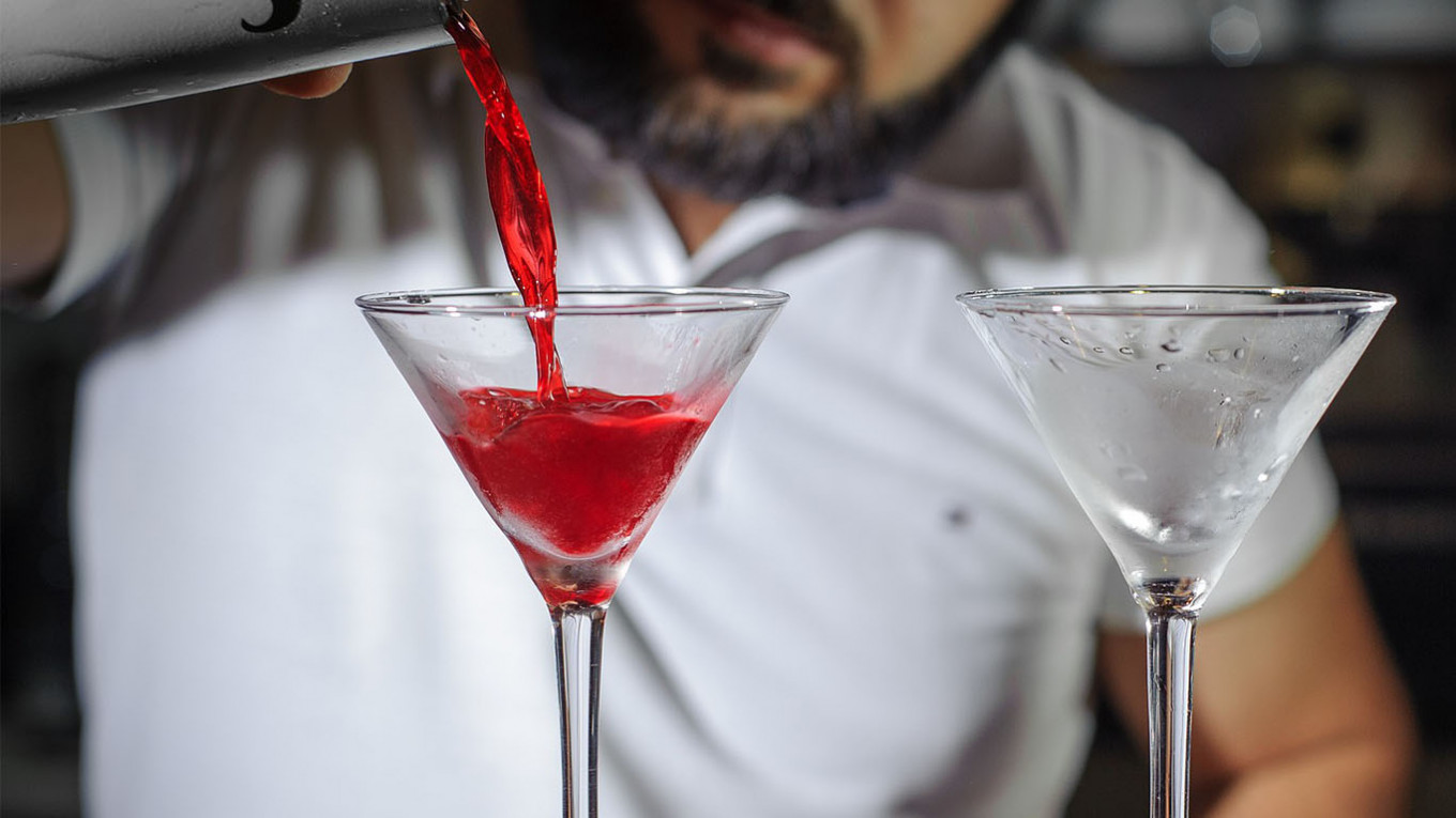 Moscow Bar Mixes 'Coronavirus' Cocktail to Soothe Outbreak Angst - The Moscow Times