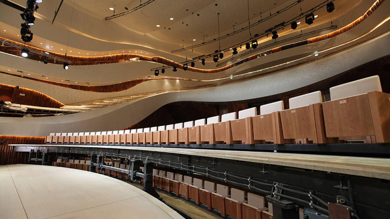 Comfortable seats surround the stage and wavy walls are an acoustic triumph. Courtesy of the Zaryadye Concert Hall Press Service