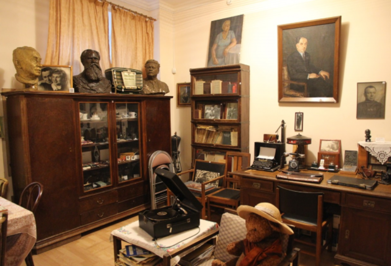 The small museum in the House on the Embankment brings back to life the tragic fates of its residents. Harrison King