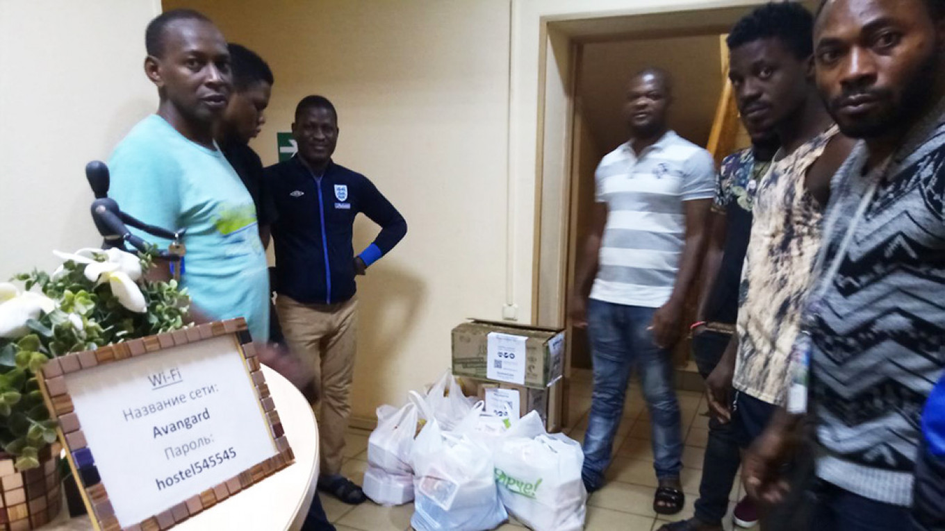 Over two dozen Nigerians are staying at a northeast Moscow hostel until they can return home. 				 				Alternativa