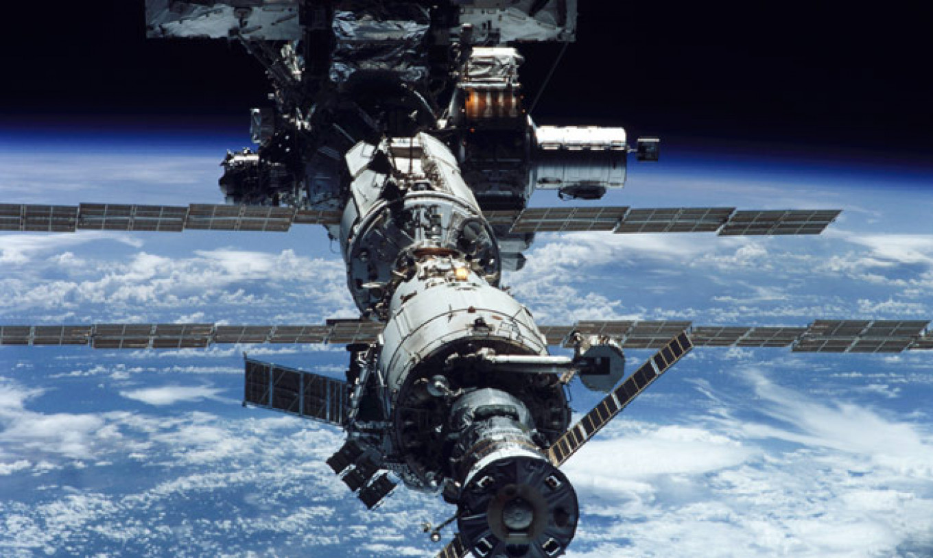This photo shows theInternational Space Station after theaddition ofits 11th part, atruss tobegin expanding thestation. NASA