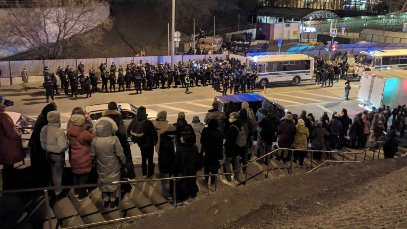 Moscow Protesters, Police Clash Over 'Radioactive Highway' Construction - The Moscow Times