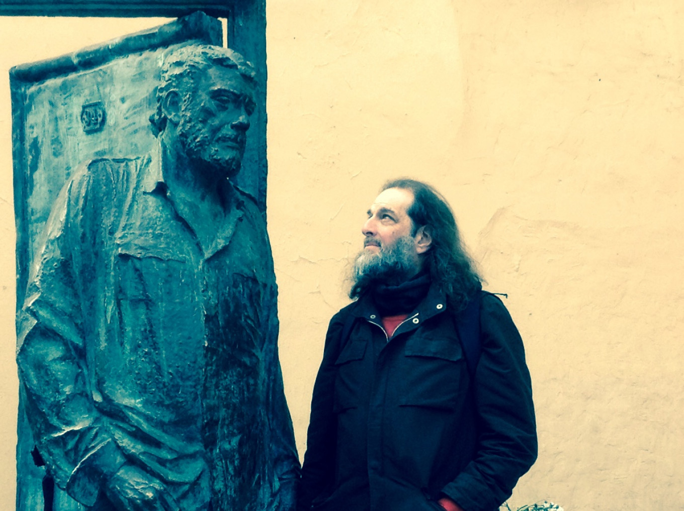 Eddie Aronoff with a statue of writer Sergei Dovlatov. James Robinson Pictures