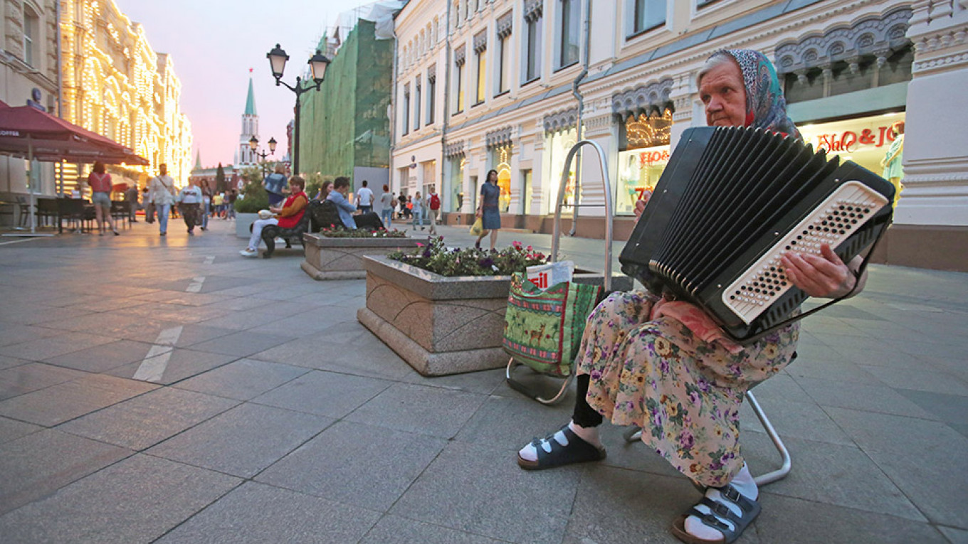 Can Russia Halve Its Poverty Level