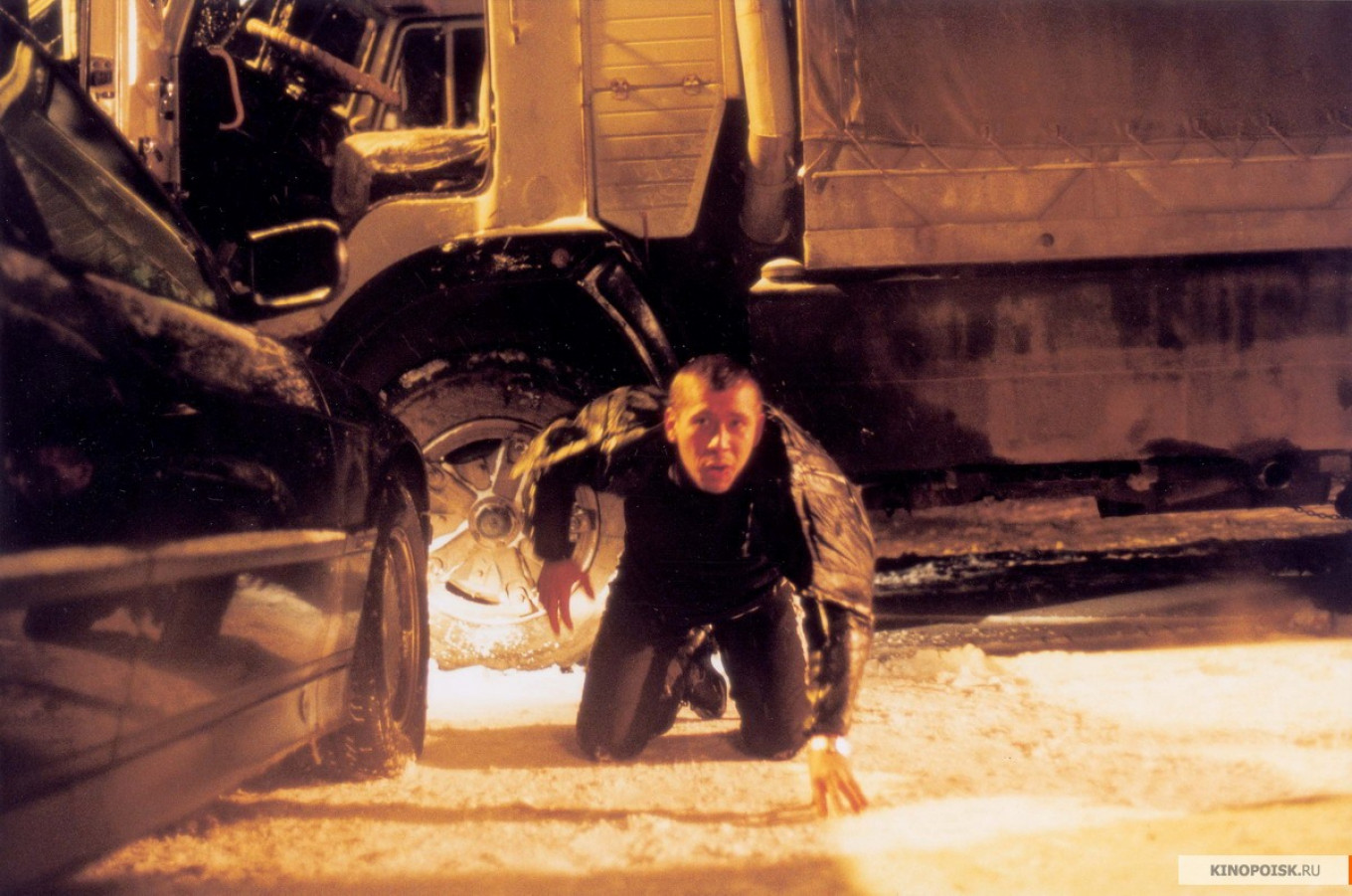 A white-knuckle ride awaits viewers on Tuesday in the 2003 cars-and-guns movie 'Bimmer.'  KINOPOISK.RU