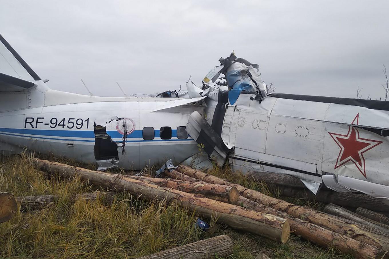 Sixteen Killed in Russian Parachutists' Plane Crash
