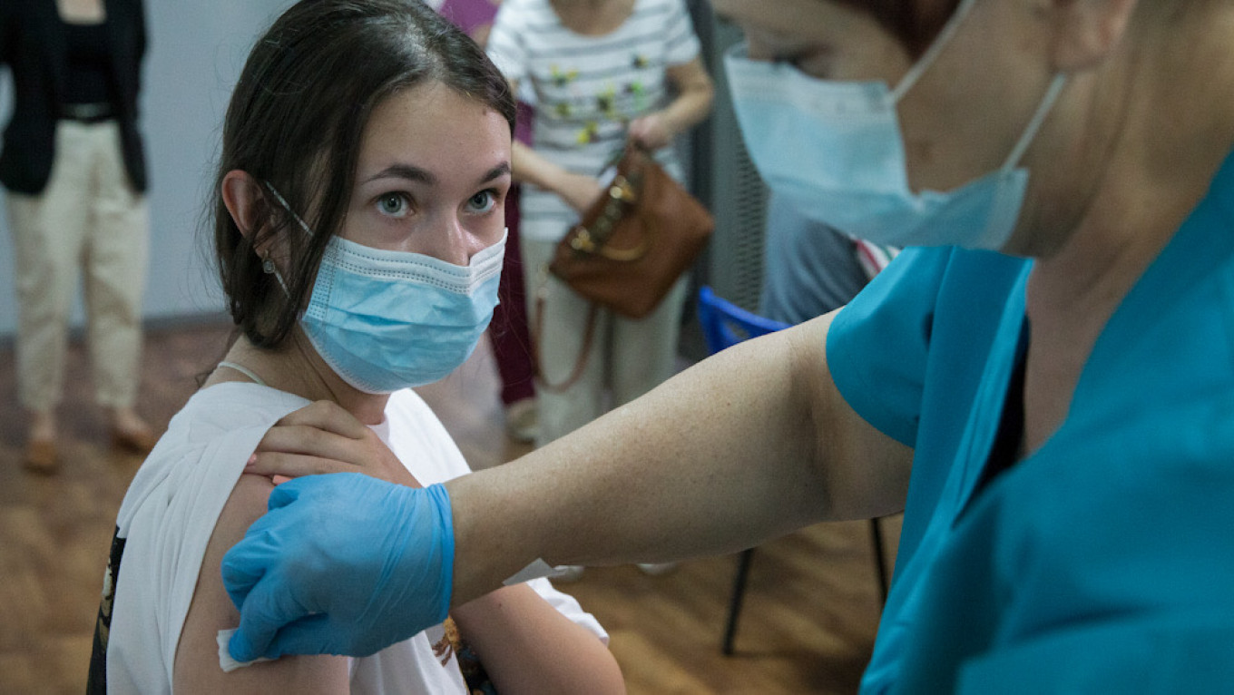Moscow Orders Mandatory Vaccinations for Service Workers as Covid-19 Cases Surge - The Moscow Times