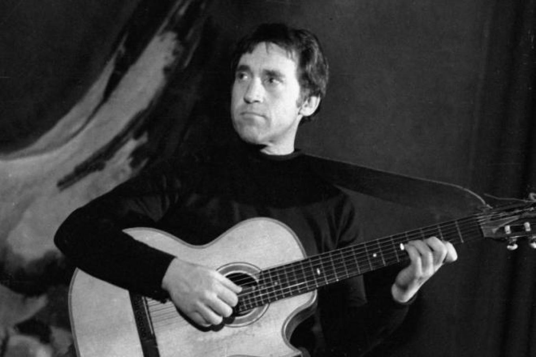 The beloved singer-songwriter-actor Vladimir Vysotsky. Pervy kanal