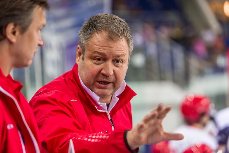 Red Star coach Vladimir Yurzinov. HC Kunlun Red Star
