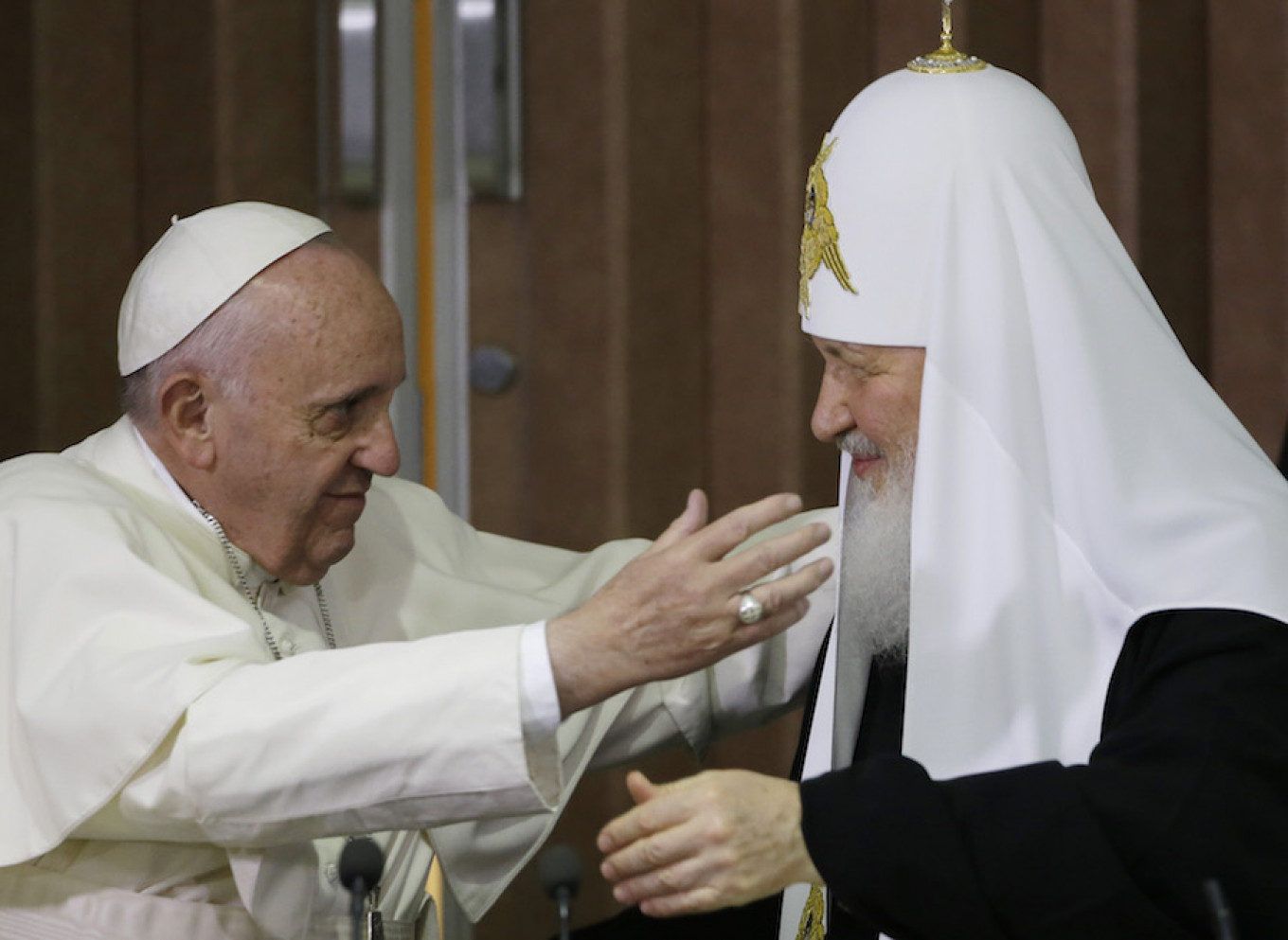 Pope Francis (L) embraces Russian Orthodox Patriarch Kirill after signing a joint declaration at the Jose Marti International airport in Havana, Cuba. Gregorio Borgia / AP