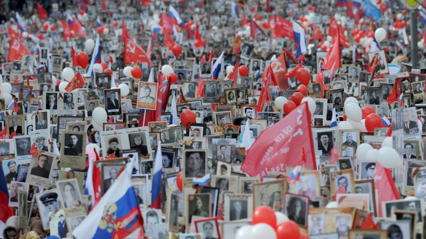 Millions of people commemorate the relatives they lost in the war. Andrei Lyubimov / Moskva News Agency