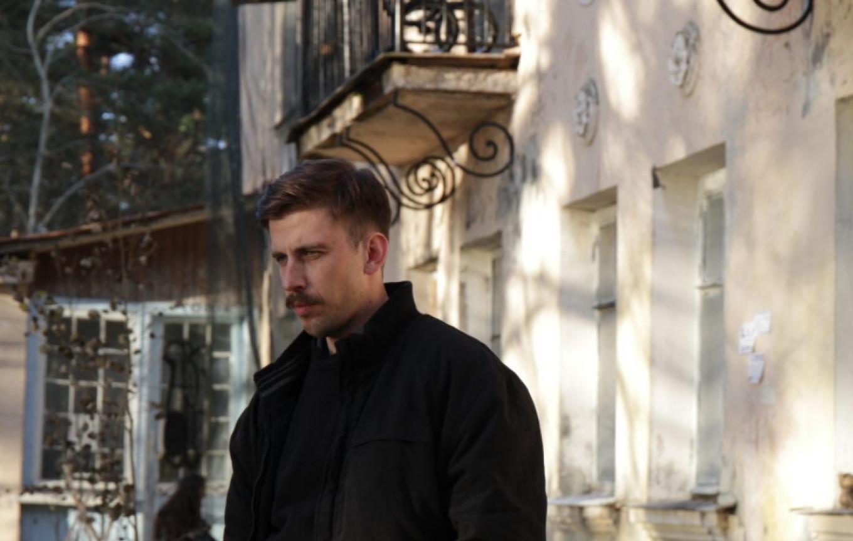 "Alexander Pal as the investigator Screenshot from ""House Arrest"""