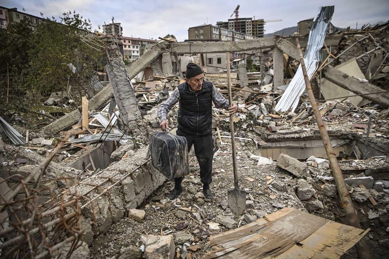 Aris Messinis / AFP