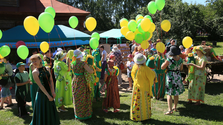 Suzdal Cucumber Festival Jennifer Eremeeva / MT
