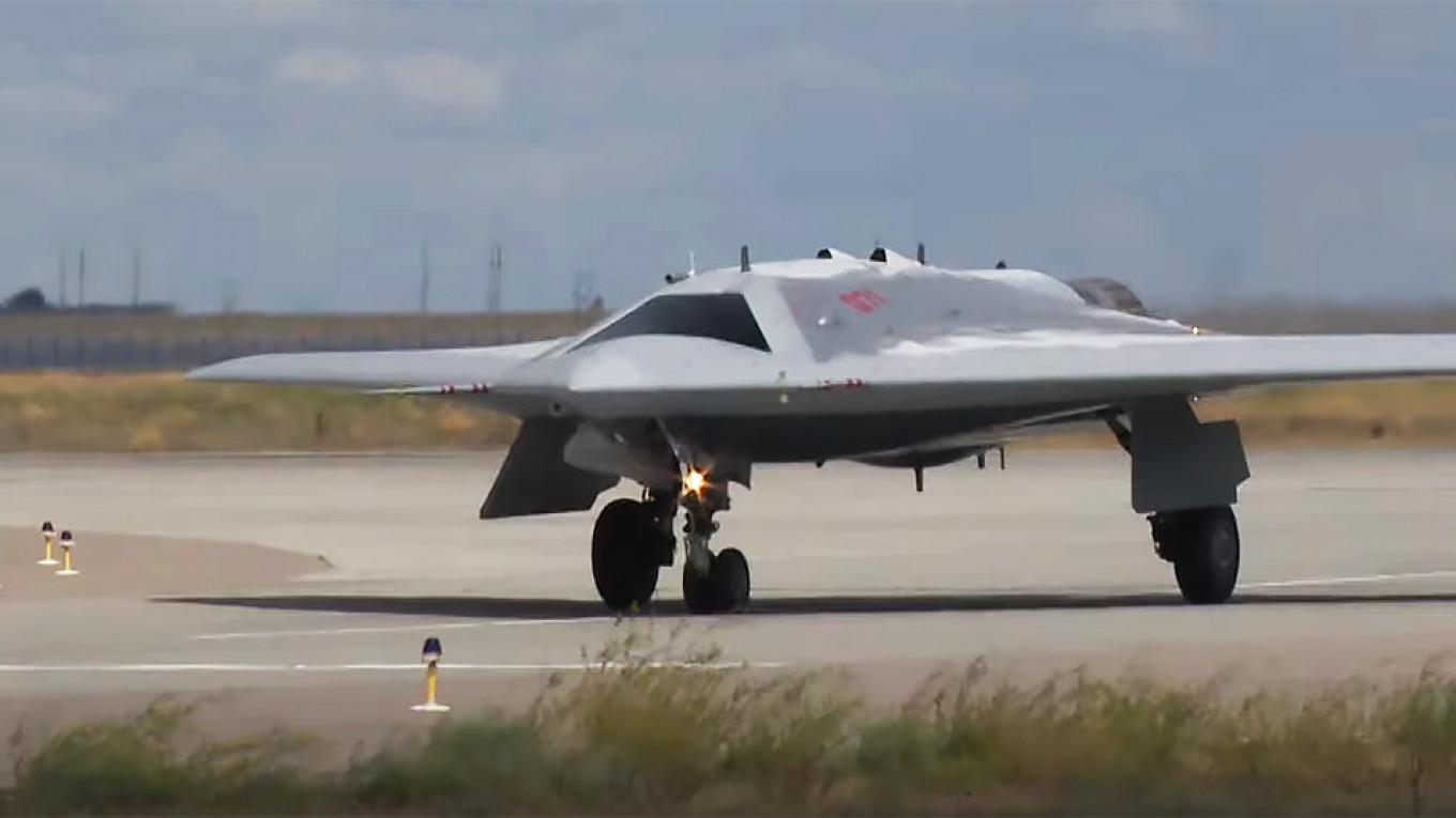 Russian Military Pairs Stealth Drone With Manned Fighter Jet