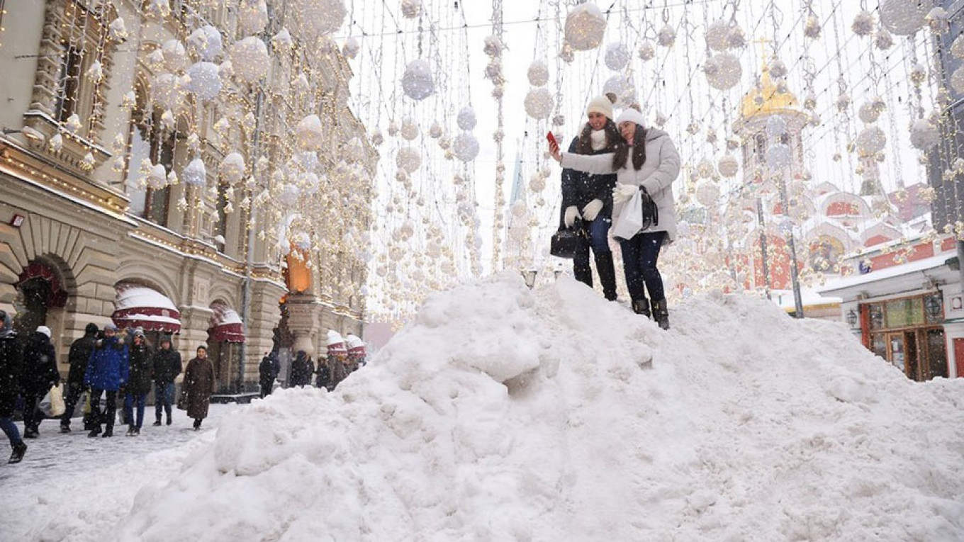 moscow hit by freak snowstorm  in photos
