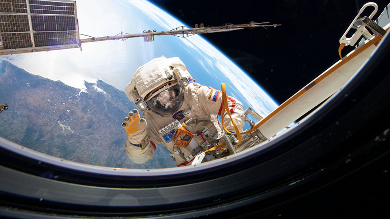 New Russian Spacesuit's Lack of Fly Zipper Threatens Revered Pee Ritual