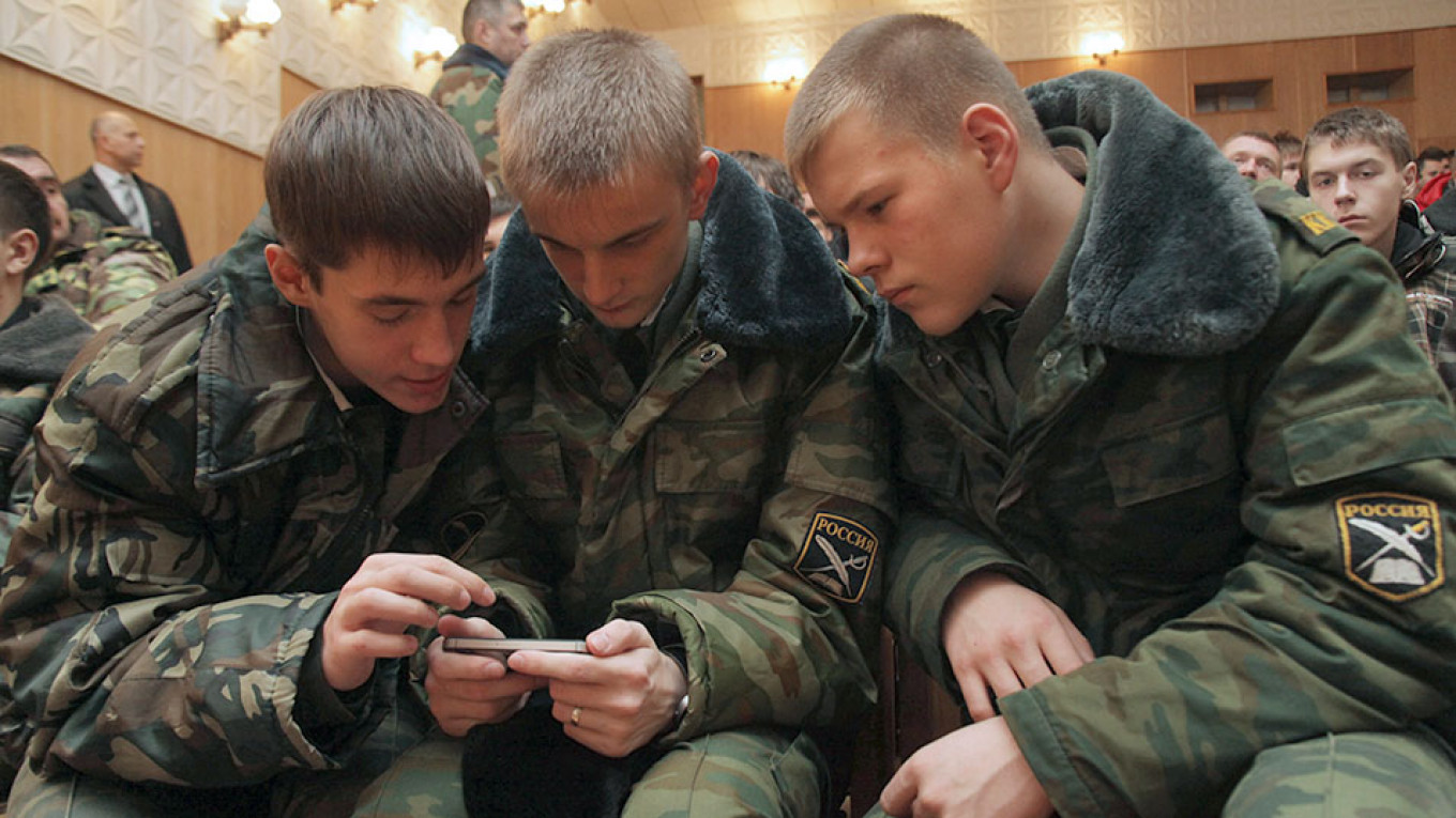 Russian Soldiers Banned From Taking Selfies Under New Law