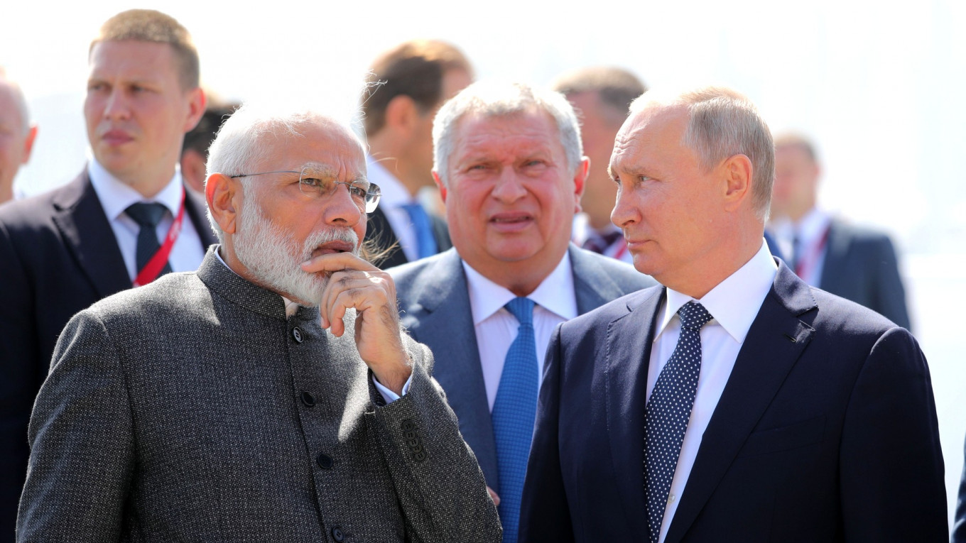 India Will Offer Russia $1Bln Loan to Develop Far East, Indian PM Says