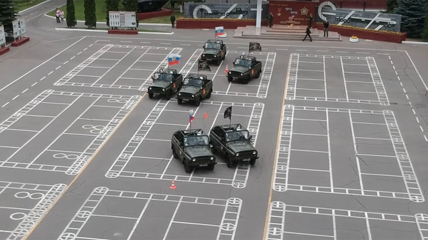 Russia Shows Off Its Favorite Classic Cars in Military Parade Waltz