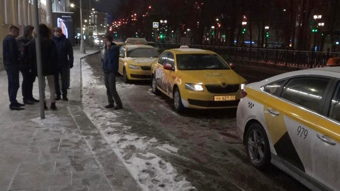 Russian Taxi Drivers Launch Protest in Central Moscow Over