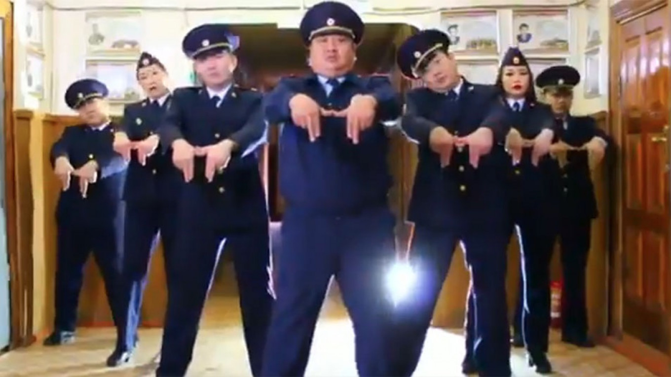 Russian Police Show off Dance Moves to Rival PSY in Siberia