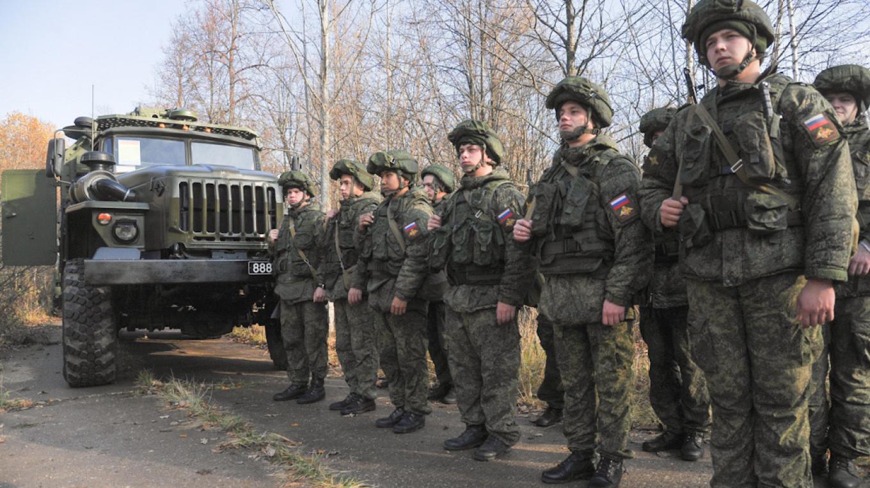 Pourquoi la Russie décide-t-elle de retirer ses troupes de la frontière ukrainienne ?