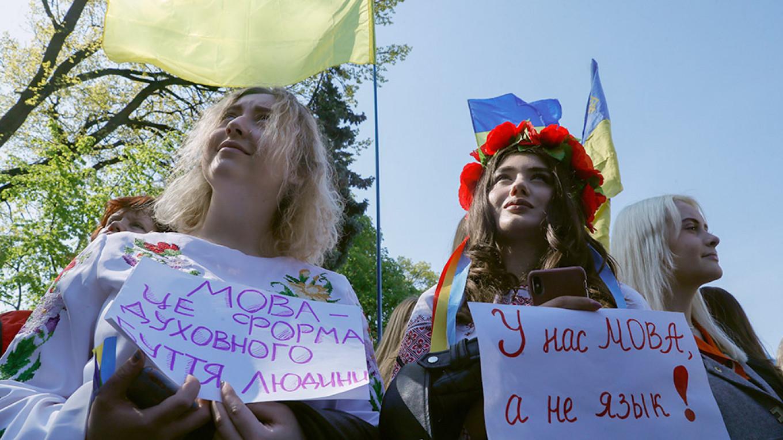 Ukraine Passes Language Restriction, Worsening Dispute With Neighbors