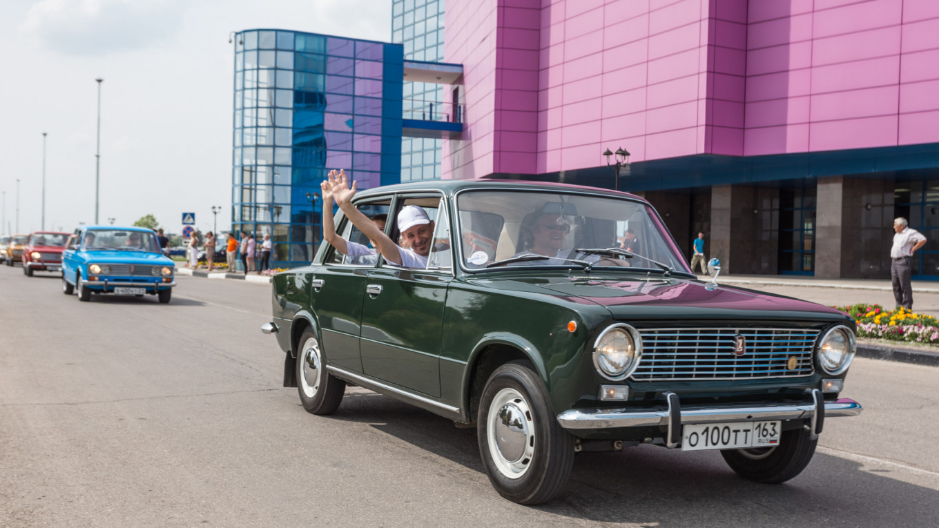 Russian Automaker AvtoVaz Makes First Profit in a Decade