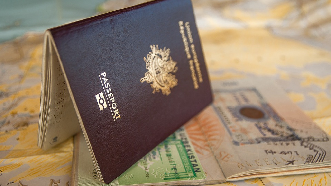 Russia to Offer Electronic Visas by 2021, Putin Says - The Moscow ...