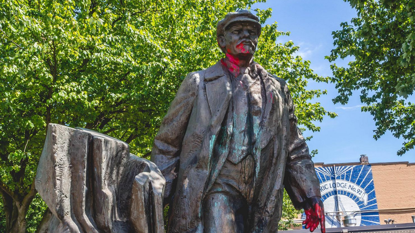 seattle mayor wants lenin statue removed after charlottesville rh themoscowtimes com