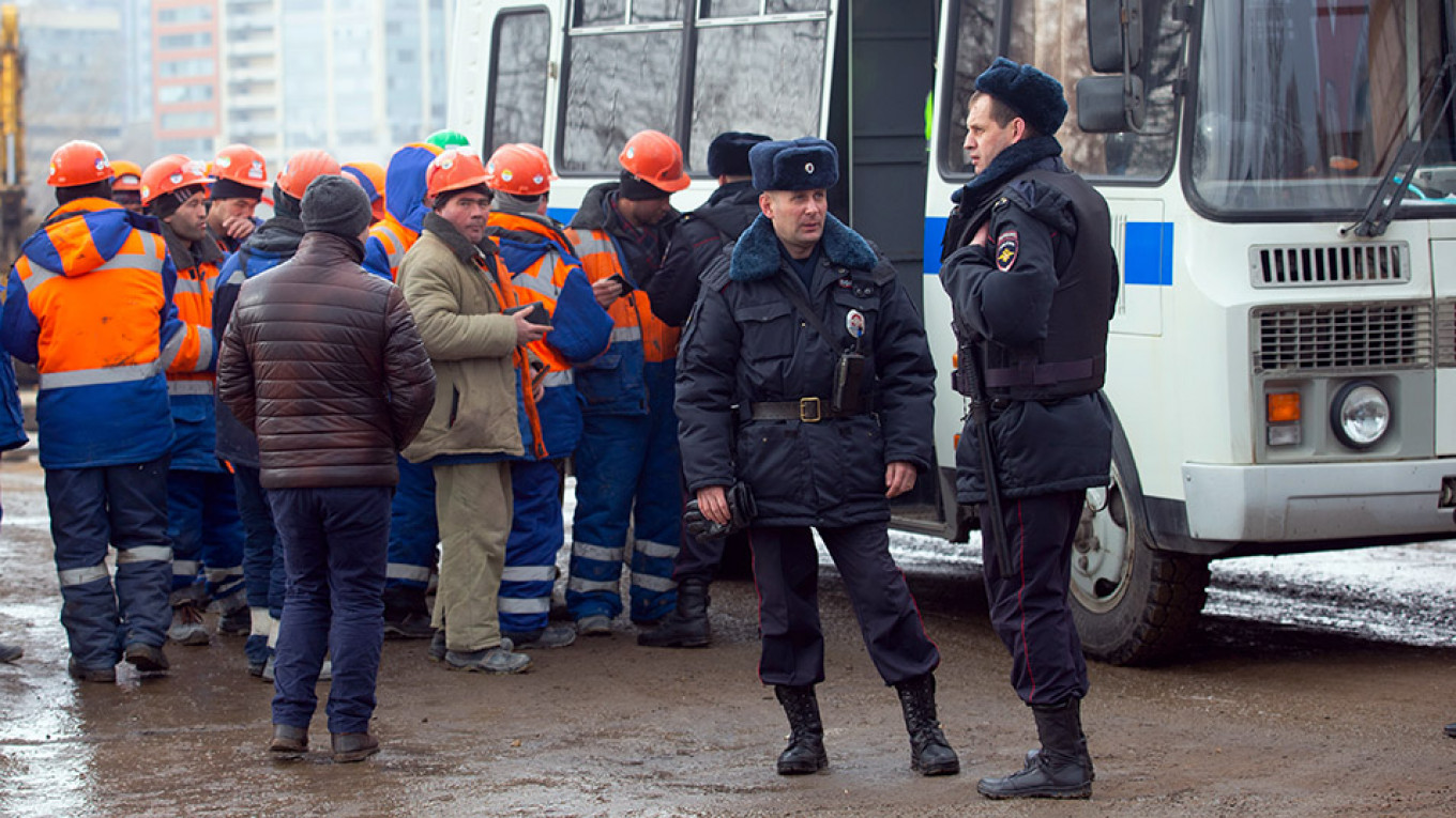 St. Petersburg Police Round Up 800 Migrant Workers After Mass Brawl
