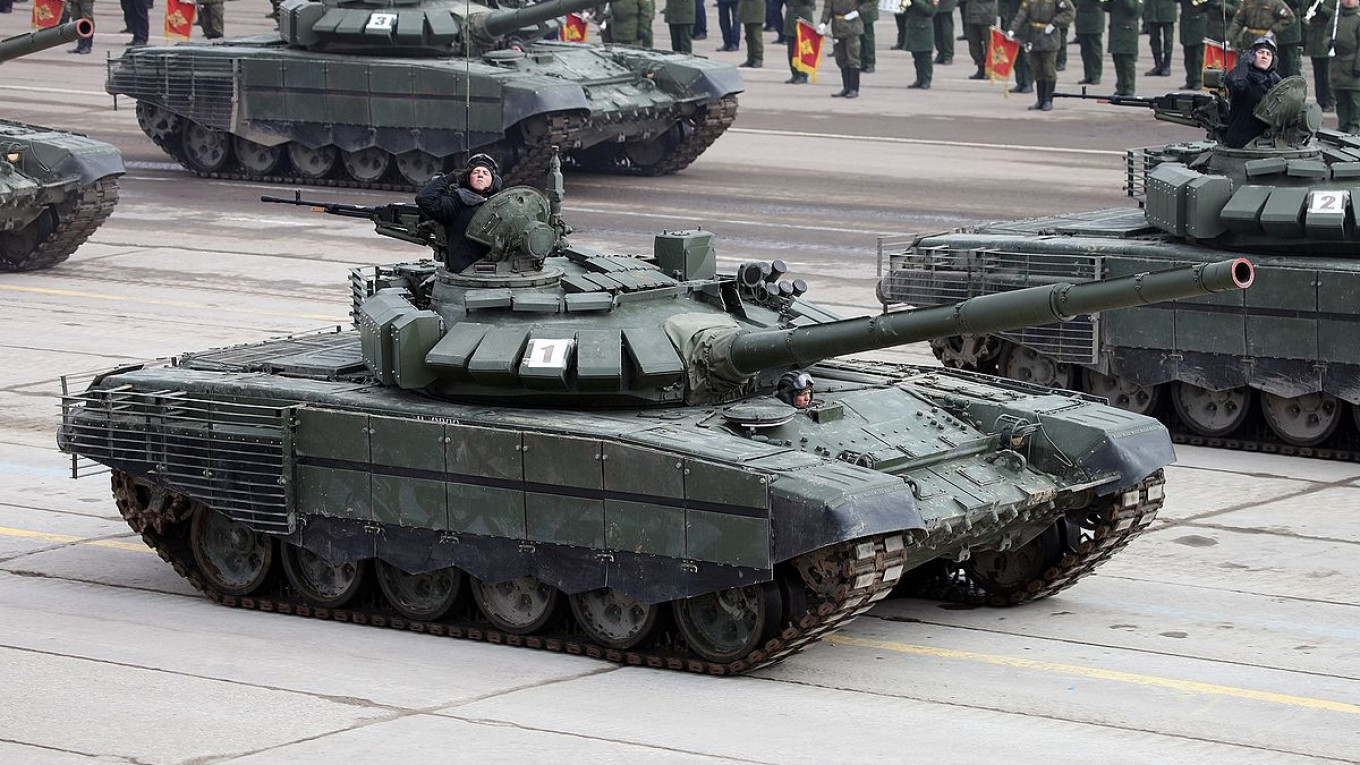 Along Russia's Border to Norway, a Big Show of Military Force