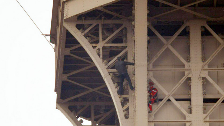 Climber Who Shut Down Eiffel Tower Was Russian – Reports