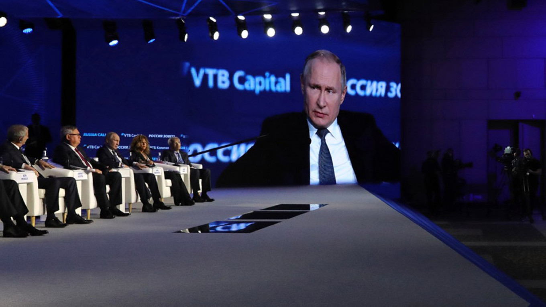 Putin Says Zero-Carbon Energy Will 'Send Us Baсk to Caves'