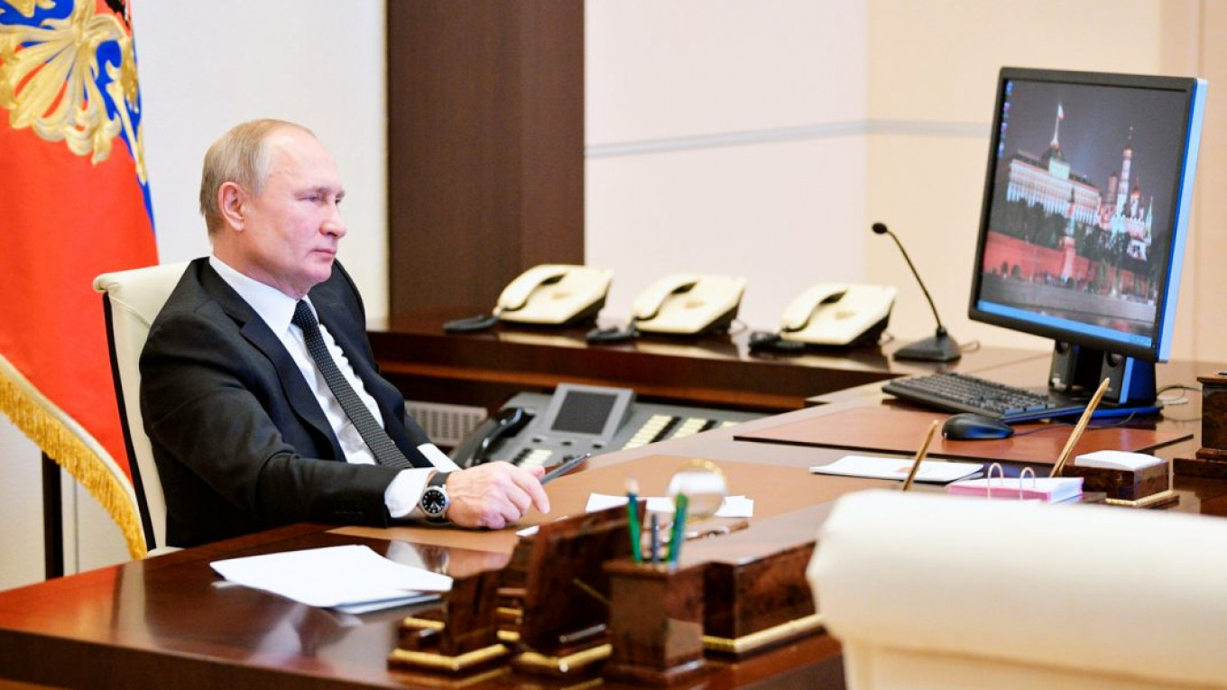 Putin Still Uses Obsolete Windows Xp Report Says The Moscow Times