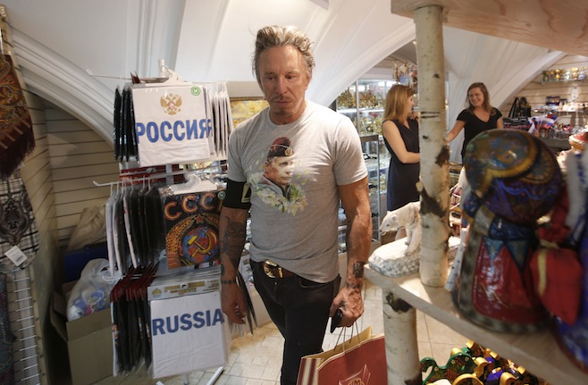 Mickey-Rourke-shirt-putin-moscow-russia.jpg