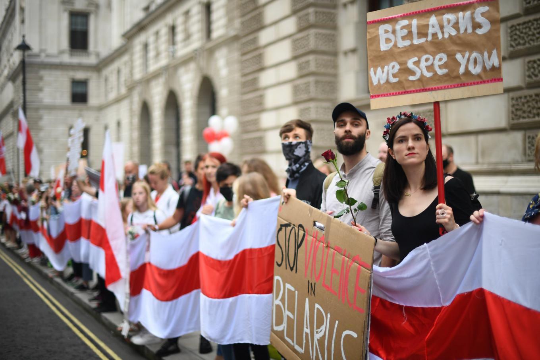 В Лондоне некоторые представители белорусской диаспоры выступили в поддержку протестов. Многие были бы готовы инвестировать в Беларусь после Лукашенко, сказали The Moscow Times предприниматели, которые уже эмигрировали. PA Wire